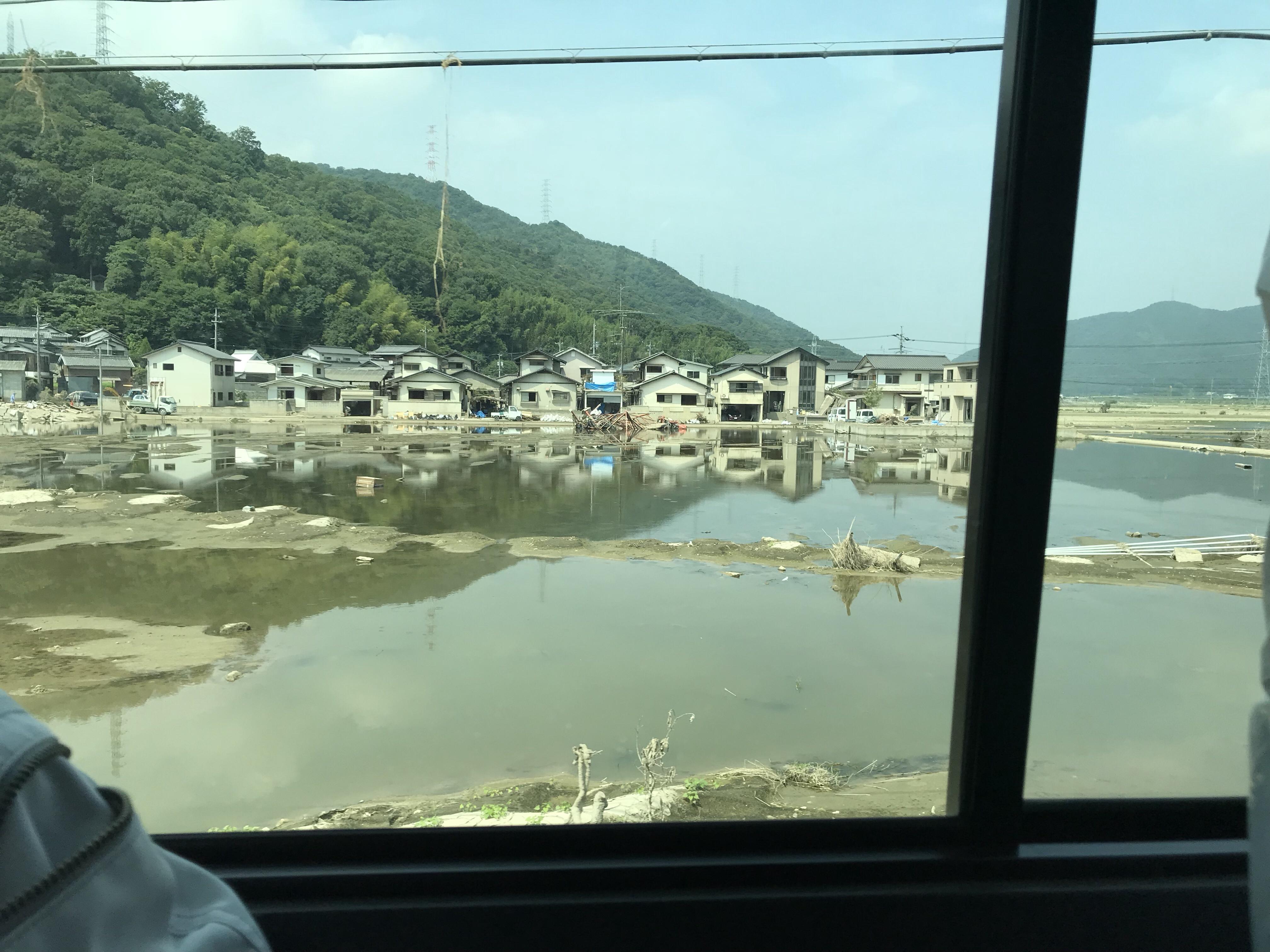 浸水した水が一部ではまだ溜まっています。